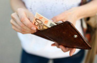 Для большинства действующих валютных вкладов Сбербанка в евро предусмотрена единая процентная ставка в размере 0,01%, которая не зависит от сумм и сроков действия договора.5c5b49840ae0e