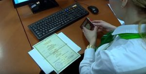 При оформлении предъявляются свидедетельство о рождении и паспорт при его наличии5c5b4c0c2c3a3