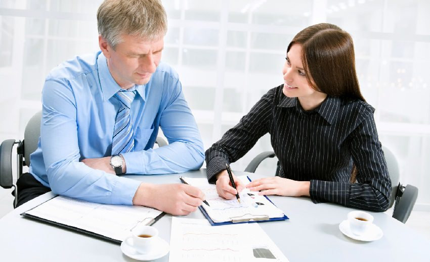 Оформить заявку на заем денег можно как в отделении банка, так и по телефону 5c5b4f477e287