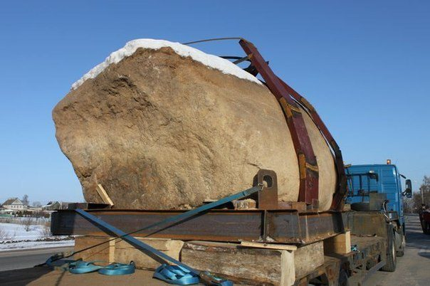 Камень на грузовеке5c5b528214771