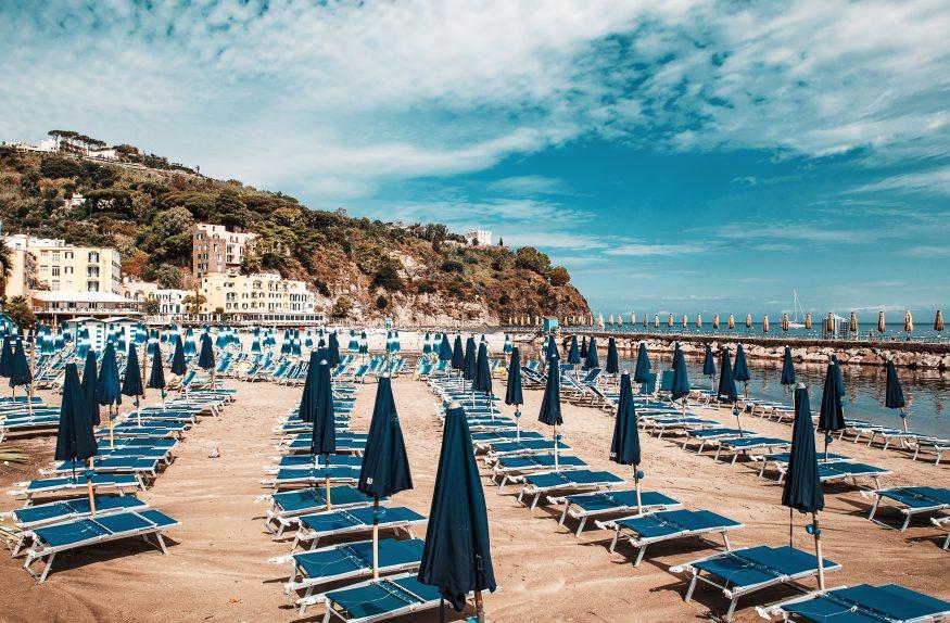 Песчаный пляж в Лакко-Амено5c5b5d0075e6c