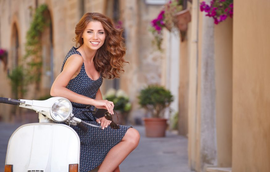Девушка на скутере в Италии5c5b5d0457cc4
