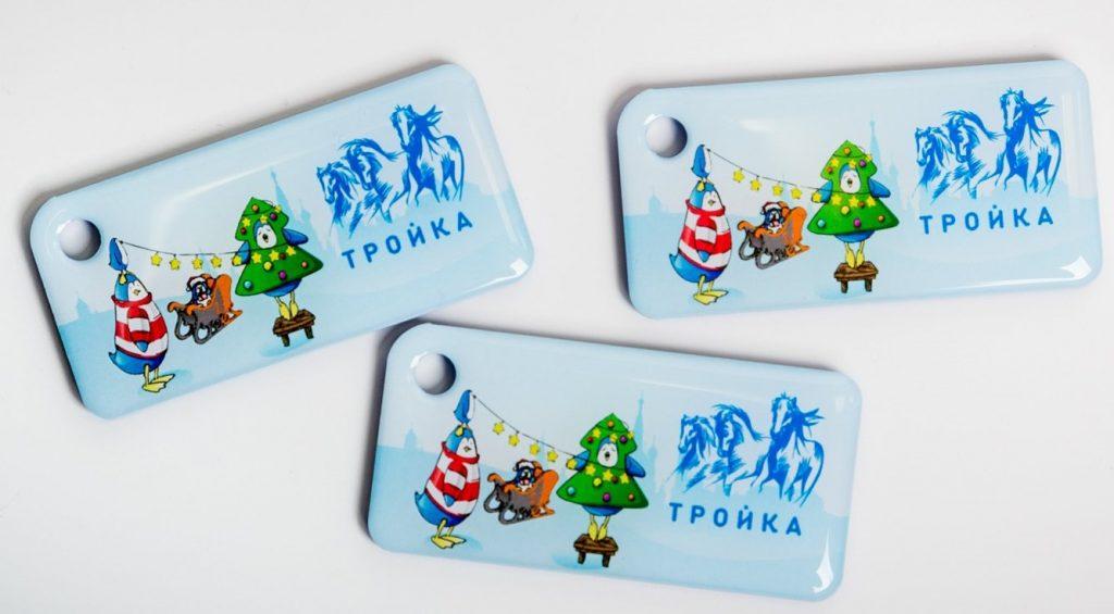Брелоки «Тройка» с новогодним дизайном поступили в продажу. Фото: сайт мэра Москвы5c5b5d087017f