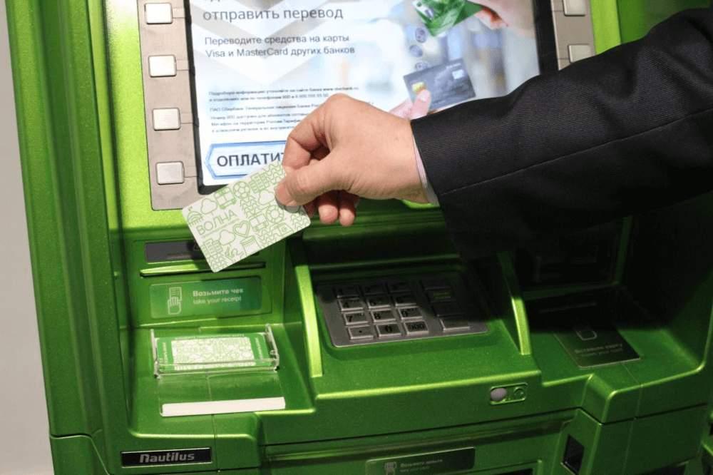 За что Сбербанк массово блокирует карты россиян5c5ac24b162de