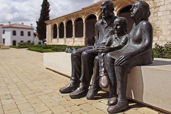 Памятник семье.5c5b17e92245b
