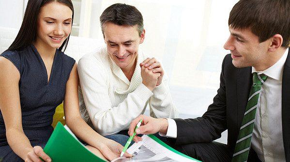 Главное отличие в том, что созаемщик выступает в роли одного из владельцев недвижимости, а поручитель же является гарантом между банком и клиентом5c5b23dfc5e3b