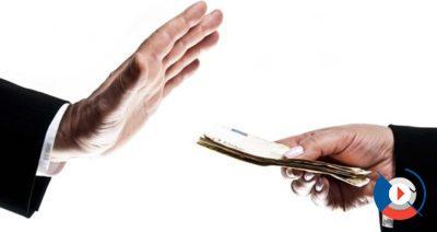 Во всех случаях установлен единый лимит золотой карты ВТБ 24 – 750 тыс. рублей. Условия обслуживания также для всех разновидностей одинаковые.5c5b2ab1654d9