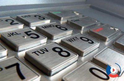 Пользуетесь ли вы банковской картой через интернет или через платежный терминал, вам приходится вводить защитный код. Будьте внимательны. Помните, что у вас есть только три попытки, чтобы ввести его правильно. Не спешите и проверяйте каждую цифру, введенную в специальное поле.5c5b2e720e039