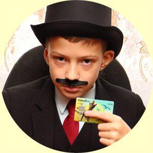 Антон Пуаро со своей первой банковской картой:)5c5b348e0fe06