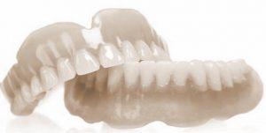 Если протезирование зубов было платным, пенсионеру можно получить налоговый вычет за протезирование зубов5c5b361bc871e