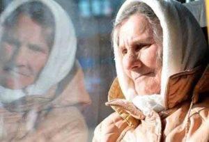 Пожилая женщина в транспорте5c5b36ed37277