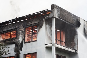 сгоревшая квартира в доме5c5d7e683ab1d
