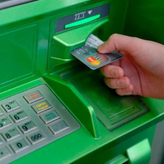Как снять деньги с карты Сбербанка в Крыму без комиссии?5c9b2a5b4a338