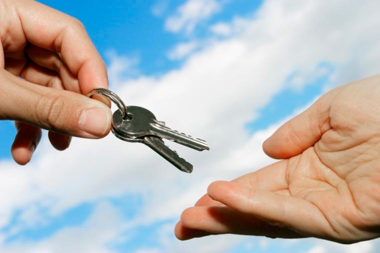 Смена заемщика может быть выгодна всем сторонам, но банки идут на такую сделку неохотно5c62663646576