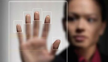 Требуя от пользователей идентификации администрация Яндекс.Денег преследует две цели: обезопасить пользователей от интернет-мошенников и улучшить производительность сервисов5cac780587353