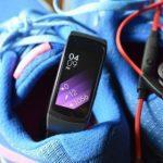 Samsung Gear Fit 2 будет считать скручивания и приседания5c62cd133f015